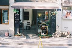I love finding little treasures incities I have never been to. Hangzhou has many eclectic hole-in-the-wall cafes and stores! #hangzhou #china #asia #travel #explore #cafe #boutique #shopping #dining