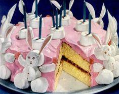 Make a cute marshmallow bunny birthday cake – Click Americana Marshmallow Bunny Geburtstagstorte Bunny Birthday Cake, Easter Bunny Cake, Bunny Party, Birthday Cakes, Kitsch, Retro Recipes, Vintage Recipes, Grandma's Recipes, Vintage Cooking