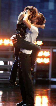 Rachel McAdams & Ryan Gosling...Now, THAT'S how you kiss a girl.