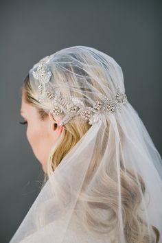 Coiffure mariage : 60 Trendy Ideas Wedding Hairstyles With Veil Headpieces Flower Crowns 1920s Headpiece, Flower Headpiece, Bridal Veils And Headpieces, Wedding Veils, Wedding Dresses, Wedding Flowers, Bridal Crown, Bridal Hair, Juliet Cap Veil