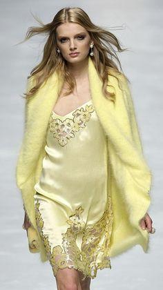 A model displays a creation during Blumarine's Fall/Winter women's show at Milan Fashion Week February Vogue Fashion, Fashion Brand, Runway Fashion, Fashion Design, Fashion Details, London Fashion, Yellow Fashion, Colorful Fashion, Yellow Clothes