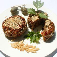 Diese ayurvedischen Auberginenbratlinge in Sesamkruste werden dich begeistern. Vegan und super einfach zubereitet, unbedingt ausprobieren!