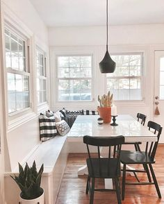 25 kitchen window seat ideas for the home pinterest for Mobilia kitchen table
