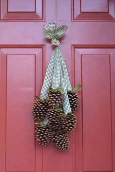 pinecone cluster wreath | PineCone Cluster/Wreath -Nature Winter Decor- Cute idea! ... | Christ ...