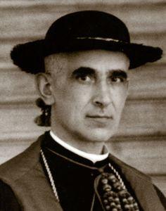Diego Ventaja Milán (1880-1936): Obispo y mártir. El 16 de julio de 1935 tomó posesión como obispo de Almería. El día 24 de julio de 1936 fue obligado a dejar el Palacio Episcopal y poco después fue asesinado junto a Manuel Medina Olmos, obispo de Guadix, y los sacerdotes Torcuato Pérez y Segundo Arce. Fue beatificado por Juan Pablo II.