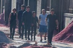Allegiant Part One filming-admit it: they're your squad goals