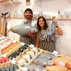 Damos por inaugurada #lalonjadedonfisher en Duduá! Estaremos hoy y mañana de 11h a 20:30h! Venid a tomaros un vino y vermut de Casa Mariol Calle Diluvi 5(Gràcia) ¡Al abordaje!⚓️ #dudua #donfisher #pescalobonito