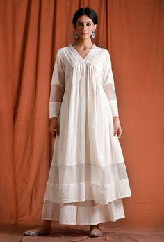 Indian Fashion Dresses, India Fashion, Muslim Fashion, Long Kurta Designs, Kurta Palazzo, Off White Dresses, Indian Designer Wear, Long Blouse, Cotton Dresses