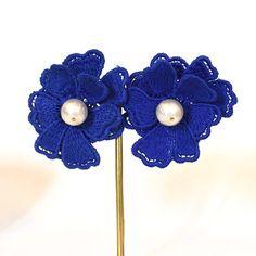新作のお知らせその4ですー♡ @elie.accessories より可愛らしいお花のピアスが届きました♡ 爽やかなブルーの大きなお花モチーフのレースにコットンパールがゆらゆら。着用すると、まるで耳元にお花が咲いた様になります♡ こちらは同デザインのイヤリングもご用意しています。 オンラインストアでお求め頂けますよーは ♡  https://kicky.theshop.jp #アクセサリー #ジュエリー #ハンドメイド #シンプル #デザイン #ファッション #コーデ #コーディネイト #かわいい #フォロー大歓迎 #accessories #accessory #simple #design #fashion #cordinate #love #lovely #cute #オンラインストアkicky  #ピアス #イヤリング #花 #レース #elieaccessories #earrings #flowers #ねこ #猫 #コットンパール