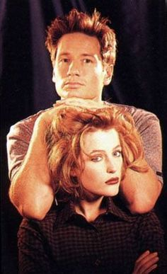 David Duchovny and Gillian Anderson - Agents Fox Mulder and Dana Scully of the X-files Gillian Anderson David Duchovny, The X Files, Twilight, David And Gillian, Silly Photos, Awkward Photos, Chris Carter, Dana Scully, Cultura Pop