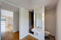 Scheunentrio with reetfassade, regional building modern bathroom of Möhring architects Small Lake Houses, Thatched House, British Style, Modern Bathroom, Flooring, Contemporary, Mirror, Building, Furniture
