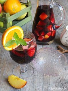 Come fare la sangria rossa spagnola Cocktail Drinks, Cocktail Recipes, Cocktails, Smoothie Drinks, Smoothies, Sangria Party, Italian Drinks, Liqueur, Cheat Meal
