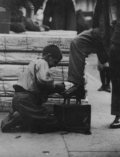 The History Place - Child Labor in America Lewis Hine Photos - A Variety of Jobs: A Bowery bootblack in New York City. The difference between then and now, you cannot trust anyone with your children.