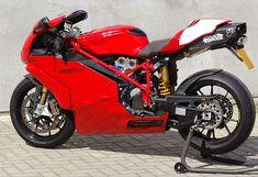 999R Ducati Superbike, Moto Ducati, Ducati Motorcycles, Yamaha, Best Motorbike, Motorbike Design, Red Motorcycle, Biker Boys, Bike Photo