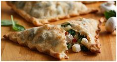 Chicken, Mushroom and Potato Pockets Spinach Stuffed Mushrooms, Stuffed Peppers, Thin Crust Pizza, Pizza Dough, Slow Cooker Recipes, Cooking Recipes, Yummy Recipes, Ore Ida, Kitchens