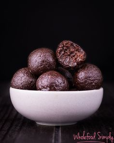 Healthy Chocolate Brownie Bliss Balls with Thermomix Instructions. Simple, delicious and free from gluten, grains, dairy, egg and refined sugar. Healthy Sweet Treats, Super Healthy Recipes, Healthy Sweets, Raw Food Recipes, Healthy Snacks, Protein Snacks, Free Recipes, Paleo Treats, Healthy Eating