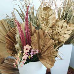 """91 curtidas, 5 comentários - As Floristas por Carol Piegel (@asfloristas) no Instagram: """"Latânias! São as folhagens da vez, mas por aqui já usamos muito. Elas são tão lindas que ficam…"""""""