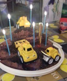 Levente szülinapi tortája. Birthday Candles, Cake, Desserts, Food, Tailgate Desserts, Deserts, Mudpie, Meals, Dessert