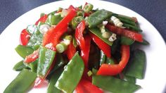 LOW CARB - Zuckerschoten-Salat mit roter Paprika