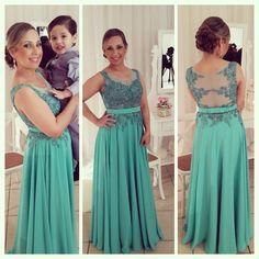 Vestido en tono verde menta, encaje bordado, falda caida, lazo #vestidodefiesta #invitada