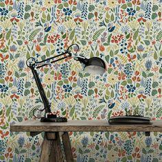 Idéal pour créer un intérieur coloré, ce papier peint apporte une profusion de couleur et une grande diversité de plantes sur vos murs. Style très printanier.