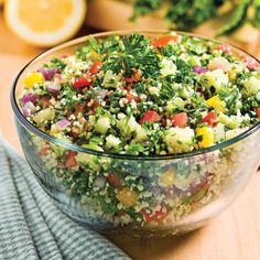 Pour son goût rafraîchissant et son côté santé, optez pour cette salade mettant à l'honneur le couscous et le persil.