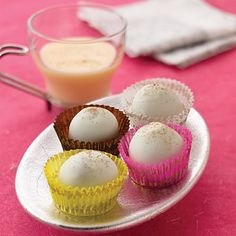 Eggnog, rum flavoring and nutmeg are blended with creamy milk chocolate to create an irresistible truffle.