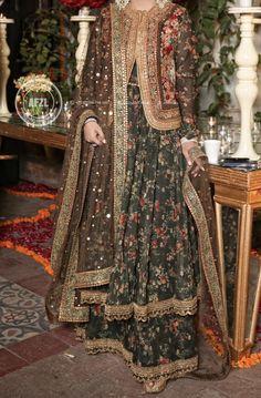Asian Bridal Dresses, Pakistani Formal Dresses, Pakistani Fashion Party Wear, Pakistani Wedding Outfits, Pakistani Dress Design, Shadi Dresses, Indian Dresses, Indian Fashion, Heavy Dresses