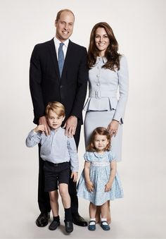 Prince William, Duke of Cambridge et al. posing for the camera: Prince William, Kate Middleton, Prince George and Princess Charlotte Kate Und William, Prince William And Catherine, Catherine Walker, Prince Charles, King William, Princess Kate, Princess Diana Family, Duke And Duchess, Duchess Of Cambridge