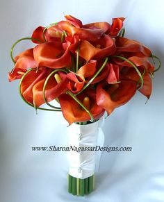 What is it about calla lillies. I think I will do purple calla lillies with white roses. Calla Lily Bridal Bouquet, Calla Lily Wedding, Orange Wedding Flowers, Bridal Flowers, Fall Bouquets, Wedding Bouquets, Wedding Dresses, Fire Lily, Calla Lillies