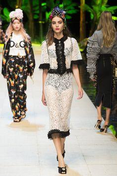 Dolce & Gabbana Spring 2017 Ready-to-Wear Fashion Show - Romy Schonberger
