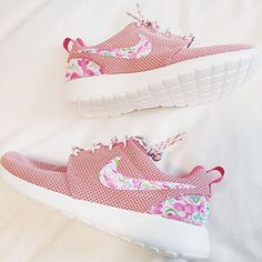 "8a6d251aa725 Danielle Carolan on Instagram  ""nike roshes + lilly pulitzer.. what s  better than that !  coming up in haul soon   converse customized"""