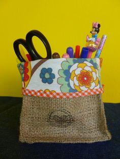 Cubitos de arpillera y lona, ideales como organizadores.<br /> Usalos donde quieras y para lo que quieras.<br /> Escritorio, cosméticos, cosas del bebé, costura....<br /> Ideal para mamá!