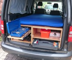 DIY VW Caddy Maxi Camper More It is possible to get away from it all. Auto Camping, Minivan Camping, Truck Camping, Mini Camper, Suv Camper, Diy Van Camper, Auto Volkswagen, Vw T5, Vw Caddy Maxi Camper