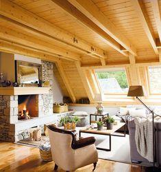 Un buhardilla cálida y con mucha luz  Las ventanas están protegidas con screens o estores para tamizar la luz. Se ha utilizado madera clara ...