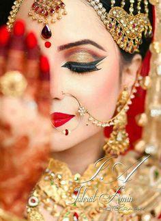 Inspiration for bridal hair and makeup! Bridal makeup Indian dramatic look Loading. Inspiration for bridal hair and makeup! Bridal makeup Indian dramatic look Asian Bridal Makeup, Bridal Makeup Looks, Bridal Hair And Makeup, Bride Makeup, Bridal Beauty, Bridal Looks, Wedding Makeup, Indian Makeup For Wedding, Asian Makeup