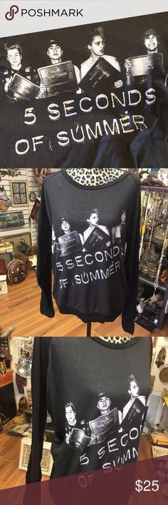 5-Seconds-Of-Summer-Mug-Shot-Long-Sleeve-T-shirt- Collectors graphic long sleeve t-shirt. XXL. 5 Seconds Of Summer Tops Tees - Long Sleeve