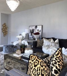 Glam Master Bedroom, Pretty Bedroom, Home Decor Bedroom, New Living Room, Living Room Decor, Reading Room Decor, Inspire Me Home Decor, Entertainment Room, Home Staging
