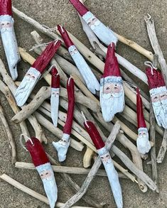 Handpainted Santa Claus on Driftwood Lake Michigan Driftwood Folk Art Unique Christmas Ornaments CHOOSE STYLE - Ornamental Driftwood Wreath, Driftwood Projects, Driftwood Art, Painted Driftwood, Unique Christmas Ornaments, Christmas Crafts, Christmas Decorations, Lego Creator, Beach Crafts