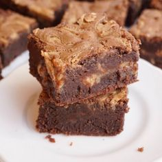 Peanut Butter Swirl Brownies via @dessertchronicles #brownies #desserts #sweets #chocolate