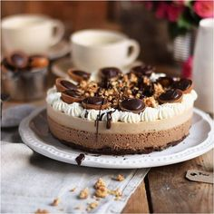Toffifee Karamell Eis Torte - Ice Cream Cake with caramel and chocolate Frozen Desserts, Frozen Treats, Sweets Cake, Cupcake Cakes, Cupcakes, Ice Cream, Cream Cake, Creative Cakes, Cake Cookies