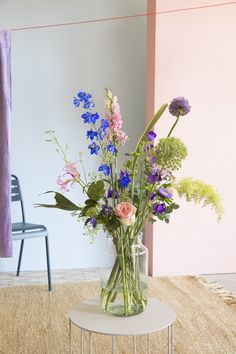 Vacation in a vase 🏖️ Find out which sunny beaches and chic places inspired. Vacation in a vase 🏖️ Find out which sunny beaches and chic places inspired our summer collect Easter Flowers, Summer Flowers, Fresh Flowers, Wild Flowers, Spring Flower Arrangements, Vase Arrangements, Flower Vases, Beautiful Bouquet Of Flowers, Beautiful Flowers