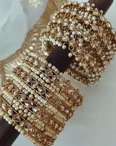 Indian Bridal Jewelry Sets, Indian Jewelry Earrings, Bridal Bangles, Hand Jewelry, Bridal Jewellery, Antique Jewellery Designs, Fancy Jewellery, Stylish Jewelry, Cheap Jewelry