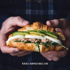 Hands holding croissant sandwich with tuna salad, hardboiled eggs, arugula and cucumber. Tuna Fish Cakes, Croissant Sandwich, Croissants, Cooking Recipes, Healthy Recipes, Easy Healthy Breakfast, Wrap Sandwiches, Food Photography, Food Porn