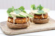 Dubbel curry zalmburger met avocado uit het Avocado kookboek | Beaufood | Bloglovin'
