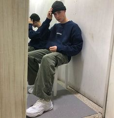 Swag, new era phrases fashionable visual appearance or manner. Need to ensemble just like a swaggy? Retro Outfits, Cool Outfits, Casual Outfits, Trendy Outfits For Guys, Skater Boy Style, Skater Guys, Style Masculin, Vetement Fashion, Dove Cameron