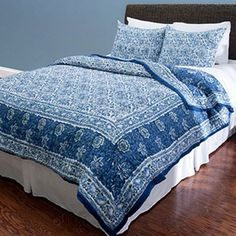 Blue cotton quilt set.  Product: Queen: 1 Quilt and 2 standard shamsKing: 1 Quilt and 2 king shams