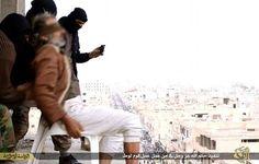 """Isis, uomo ucciso """"perché gay"""". I miliziani lo lanciano da un palazzo, ma lui sopravvive. Lo finiscono a colpi di pietra"""