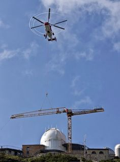 Liebherr - Tower crane erection by helicopter