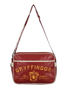 Start off the new term at Hogwarts in the most organised fashion, with this Gryffindor messenger bag! Who cares if you play Quidditch or not, this shoulder strap bag is perfect for holding all of your magic supplies and more! For all wizards and witches seeking out the modern from the wonderful world of Harry Potter! Official merchandise.